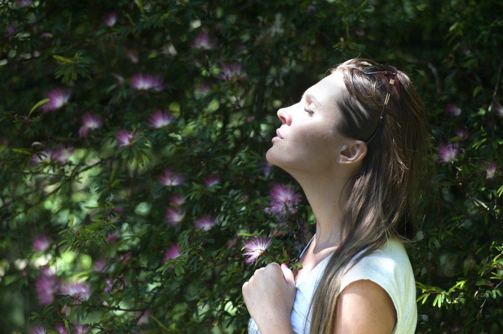 Bewusstes Atmen hilft dir zurück in deinen Körper zu kommen
